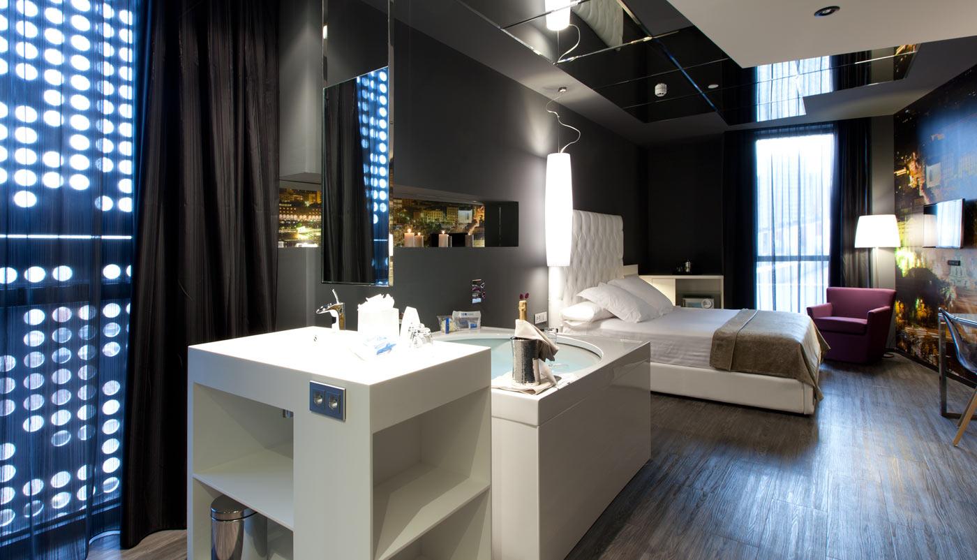 Quelles sont les suites avec jacuzzi les plus belles de for Chambre avec jacuzzi barcelone